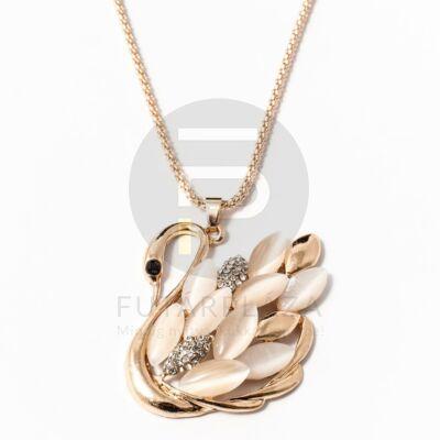 Kövekkel díszített hattyú medál nyakláncon