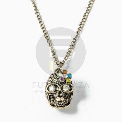 Antikolt koponya medálos nyaklánc kövekkel