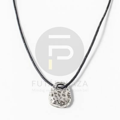Kosárka medál textil nyakláncon - ezüst bevonatos