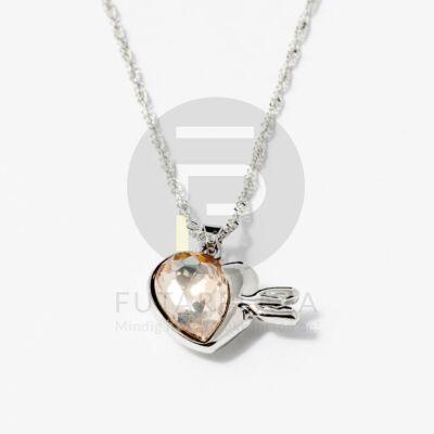 Nyíllal átlőtt szív medálos nyaklánc barack színű kővel