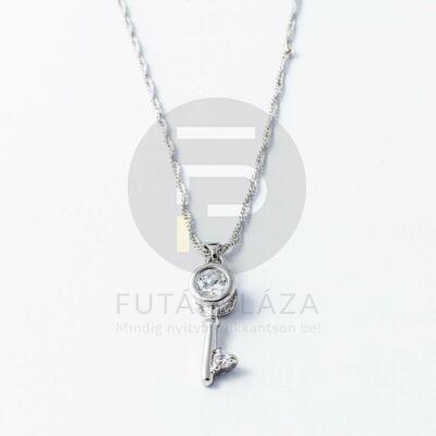 Ezüst bevonatos kulcs medálos nyaklánc fehér kővel