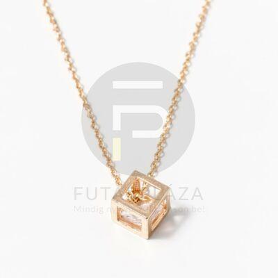 Arany bevonatos kocka medálos nyaklánc